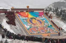 [서소문사진관] 부처님 햇볕 목욕, 티베트 불교의 정월 보름 축제