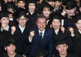 文, 독립운동가가 설립한 전문대 <!HS>졸업식<!HE>서 깜짝 축사