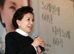"""이미자 """"60년 노래인생 가장 힘들었던 땐 동백아가씨"""""""