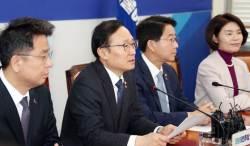 """""""'다 함께 전두환·<!HS>박근혜<!HE>로?""""…민주vs반민주로 한국당 때리는 민주당"""