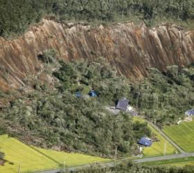 또 <!HS>지진<!HE>에 가슴 쓸어내린 <!HS>일본<!HE>…홋카이도에 규모 5.7 <!HS>지진<!HE>
