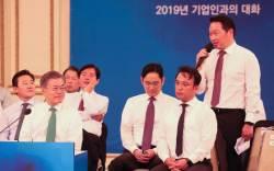 [뉴스분석] '의장직' 내려놓는 <!HS>최태원<!HE>의 지배구조 개편 큰 그림