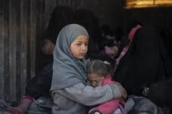 """고국도 등 돌린 'IS의 아내들'···美도 유럽도 """"입국 불허"""""""