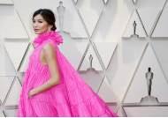 '미투' 벗어난 레드 카펫, 핑크빛 드레스로 물들다