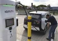 결국 승자는 테슬라?…BMW·폭스바겐 뒤늦은 충전소 확충