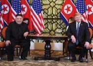 북미 정상, 공동서명식·업무오찬 없이 회담장 떠났다