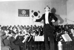 """수십년 부른 교가 '친일 음악가' 논란 """"애국가도 바꾸나"""""""
