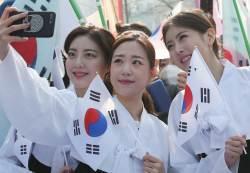 [서소문사진관] 서울에서 제주·독도까지 태극기 물결...'만세! 만세! 만세!'