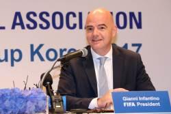 "FIFA 회장 ""2023년 여자축구<!HS>월드컵<!HE> 남북 공동유치 가능"""