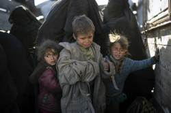 최후 맞은 IS가 사막에 남긴 유산…질병에 죽어가는 아이들