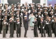 [사진] 문 대통령, 해군사관학교 졸업식 참석