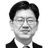 [중앙시평] 두 진영 이야기: 바보들의 행진