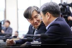 """조국의 '알릴레오' 출연 논란…""""페북 하지 말랬더니 유튜브냐"""""""