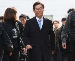이재명 '친형 강제입원' 재판에 형수 출석…법정대면은 불발