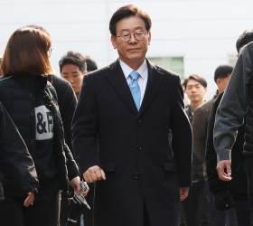 <!HS>이재명<!HE> '친형 <!HS>강제입원<!HE>' 재판에 형수 출석…법정대면은 불발