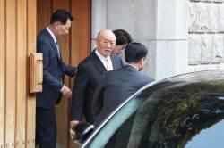 """전두환 '골목성명' 없이 <!HS>광주<!HE>행···지지자들 """"인권 유린"""""""