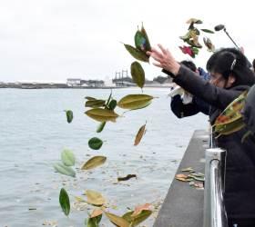 [서소문사진관]동<!HS>일본<!HE> 대<!HS>지진<!HE> 8년..고귀함 꽃말의 목련잎에 적힌 '잊지 않을꼐요'