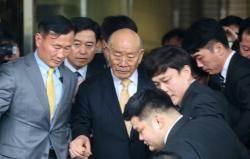 """전두환의 알츠하이머 주장…법조계 """"유무죄에 판단에 영향 없어"""""""