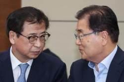 文 국내 비운 사이, 서훈 미국 가고 정의용 중국 갔다