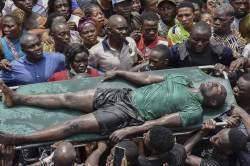 [<!HS>서소문사진관<!HE>]나이지리아 건물 붕괴…어린이 100여명 매몰