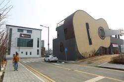빌딩이야 우주선이야… 개성 넘치는 경기도 건축 명소