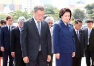 """""""北 이슈 약발 다했다""""···文지지율 최저, 추경 만지작"""