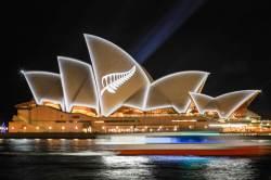 [<!HS>서소문사진관<!HE>]에펠탑과 오페라하우스도 함께한 뉴질랜드 총격 테러 추모