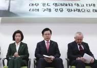 [포토사오정] 황교안, 조찬기도회에서 한국당 의원들에게 강조한 말은