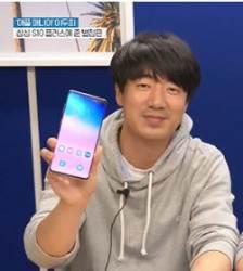 """<!HS>아이폰<!HE>과도 배터리 나누는 갤S10…10년 애플광팬 """"신기한데…"""""""