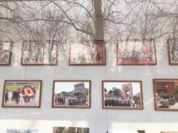 북 대사관에 걸린 '김정은 하노이 사진' 트럼프는 쏙 뺐다