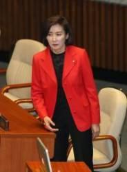 """""""나경원 자기모순"""" 윤소하 연설···한국당 일제히 퇴장"""