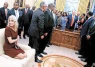 '모시는' 트럼프와 남편의 싸움···콘웨이 고문의 선택은
