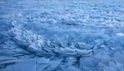 [<!HS>서소문사진관<!HE>] 미시간호에 쌓인 100만 개 얼음 조각<!HS>,<!HE> 장관이네...