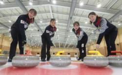 리틀 팀킴, 일본 꺾고 세계선수권 첫 메달