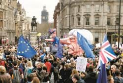 """정치에 꼬인 <!HS>브렉시트<!HE>…""""국민에 맡겨라"""" 런던 100만 명 시위"""