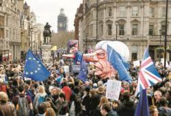 """정치에 꼬인 브렉시트…""""국민에 맡겨라"""" 런던 100만 명 시위"""