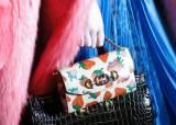 구찌, 파리 봄/여름 패션쇼에서 '구찌 주미' 선보여
