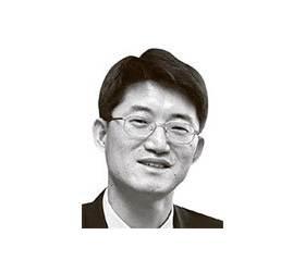 [<!HS>신성식의<!HE> <!HS>요람에서<!HE> <!HS>무덤<!HE>] 박양우·문성혁 후보의 얄미운 건보·연금