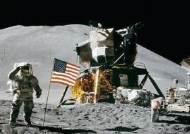 """美 """"5년내 우주비행사 다시 달에 보낼 것…상업 로켓도 고려"""""""