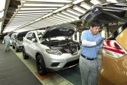 """일본 닛산 """"로그 생산 줄이겠다"""" 르노삼성에 통보"""