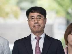 """""""검찰 조서로 재판하는 나라가 어딨나, 위헌이다""""…자기 재판서 검찰 저격한 유해용"""