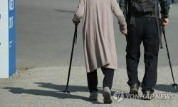 동네의원 진료비 깎아주는 노인 연령 65→ 70세 상향 추진