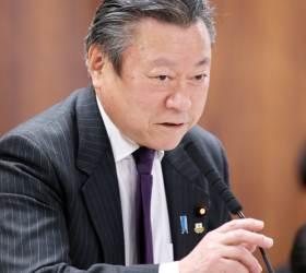 "<!HS>위안부<!HE> 망언했던 日장관 ""지진 피해 복구보다 정치인이 중요"" 실언해 사임"