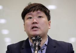 """홍남기 """"신재민 전 사무관 고발 오늘 오후 취소"""""""