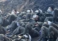 '전역 반납하고…' 화마와 사투 중인 군인들의 5분 휴식