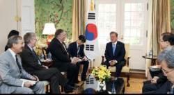 """文대통령 만난 폼페이오·볼턴…""""北비핵화 한국과 긴밀한 협력 지속 약속"""""""