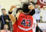 '양동근 결승 3점슛' 프로농구 현대모비스, 챔프전 첫승