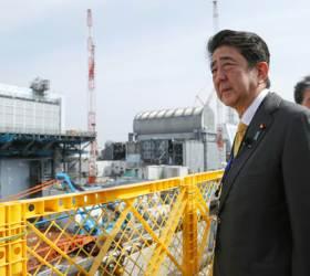 아베, <!HS>후쿠시마<!HE> 원전서 '방호복' 아닌 '양복' 차림…의도는?