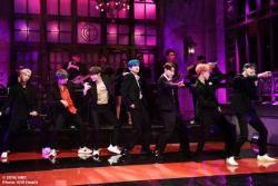 "BTS, 美 'SNL'로 컴백…CNN ""이번 무대는 온통 방탄소년단이었다"""