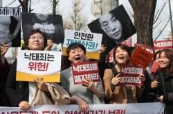 위헌 사흘 만에 첫 '낙태죄 폐지 법안'…공동발의에 민주당 0명인 이유는
